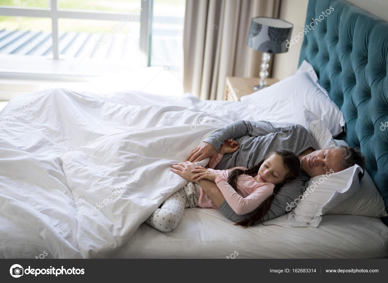 Секс пьяной дочки с отцом, Отец и дочь, отец ебет дочь - Смотреть порно видео 20 фотография