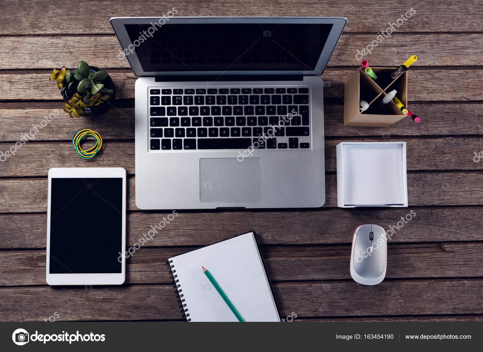 Forniture Per Ufficio : Gadget elettronici e forniture per ufficio u foto stock