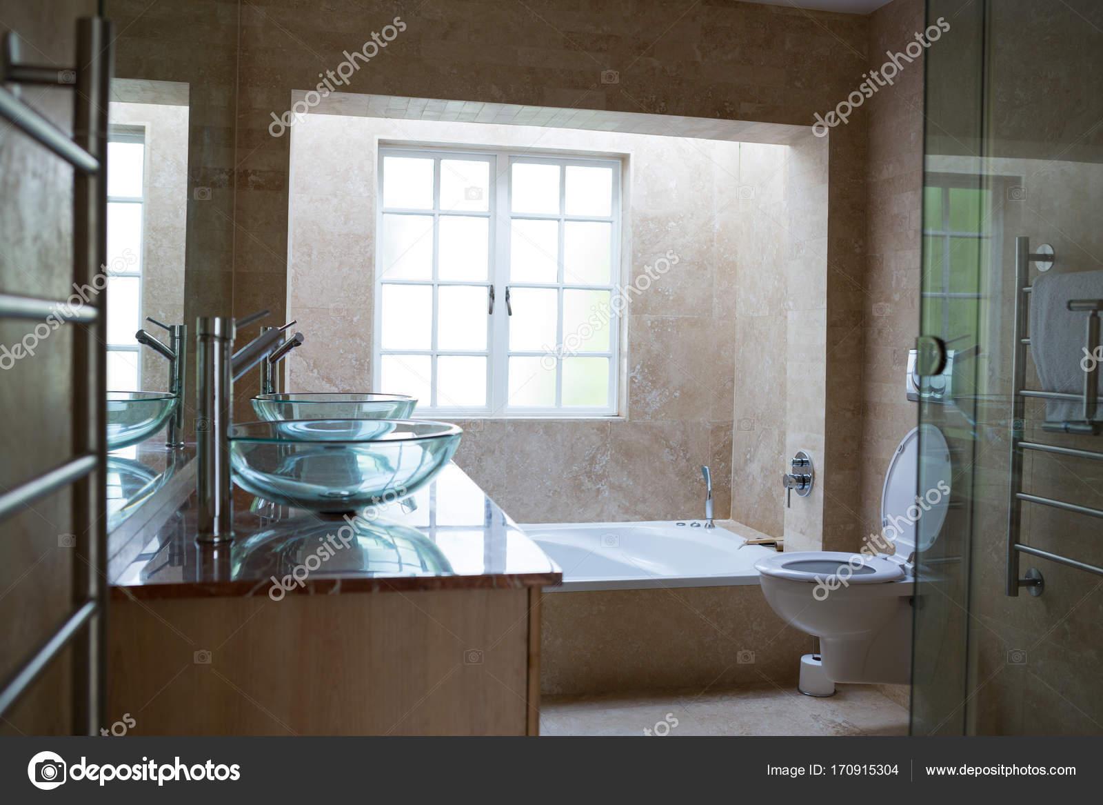 GroBartig Großes Bad In Luxus Haus U2014 Stockfoto