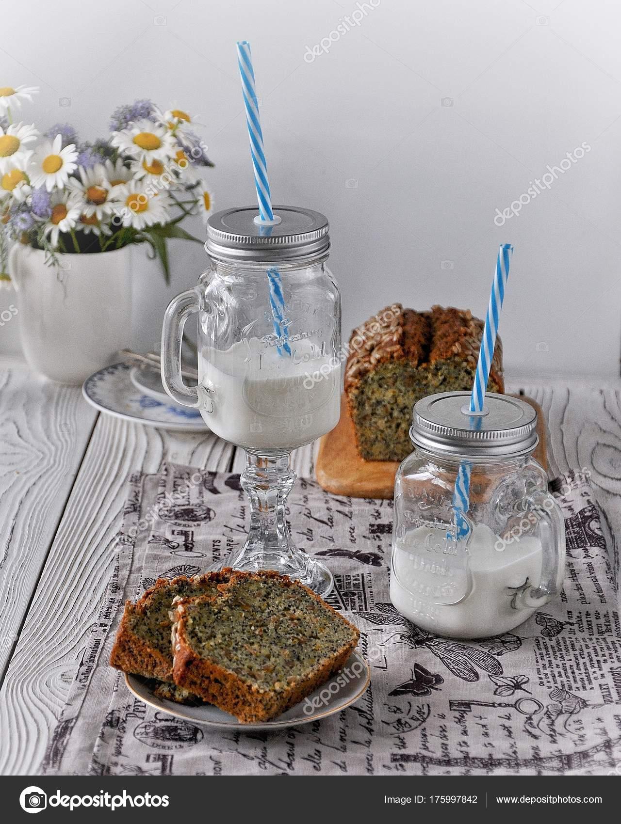 Orange Kuchen Mit Mohn Samen Und Samen Glas Von Smoothies ...