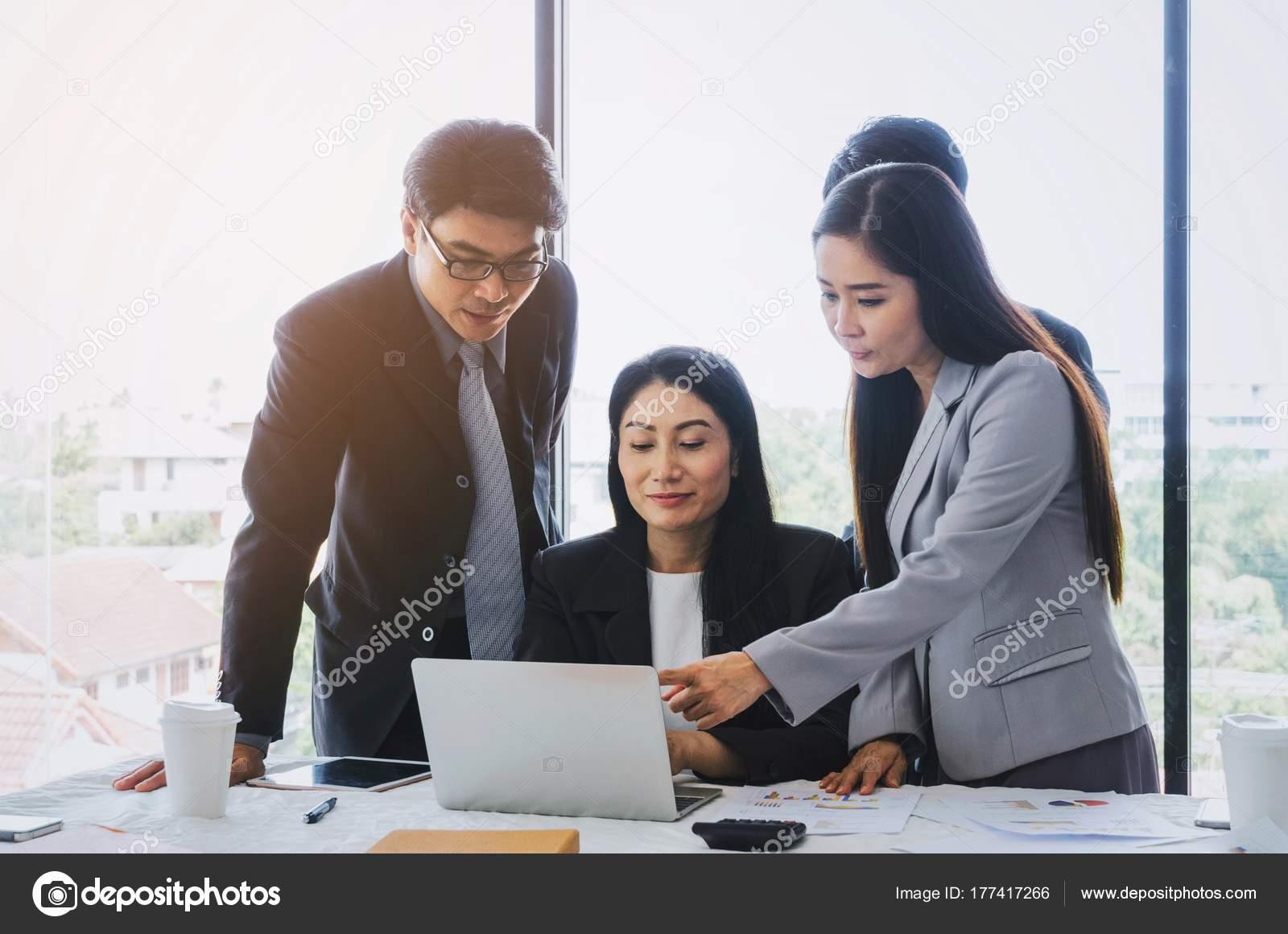 Gruppe Von Asien Geschäft Leute Teamerfolg Planung Gemeinsam Mit ...