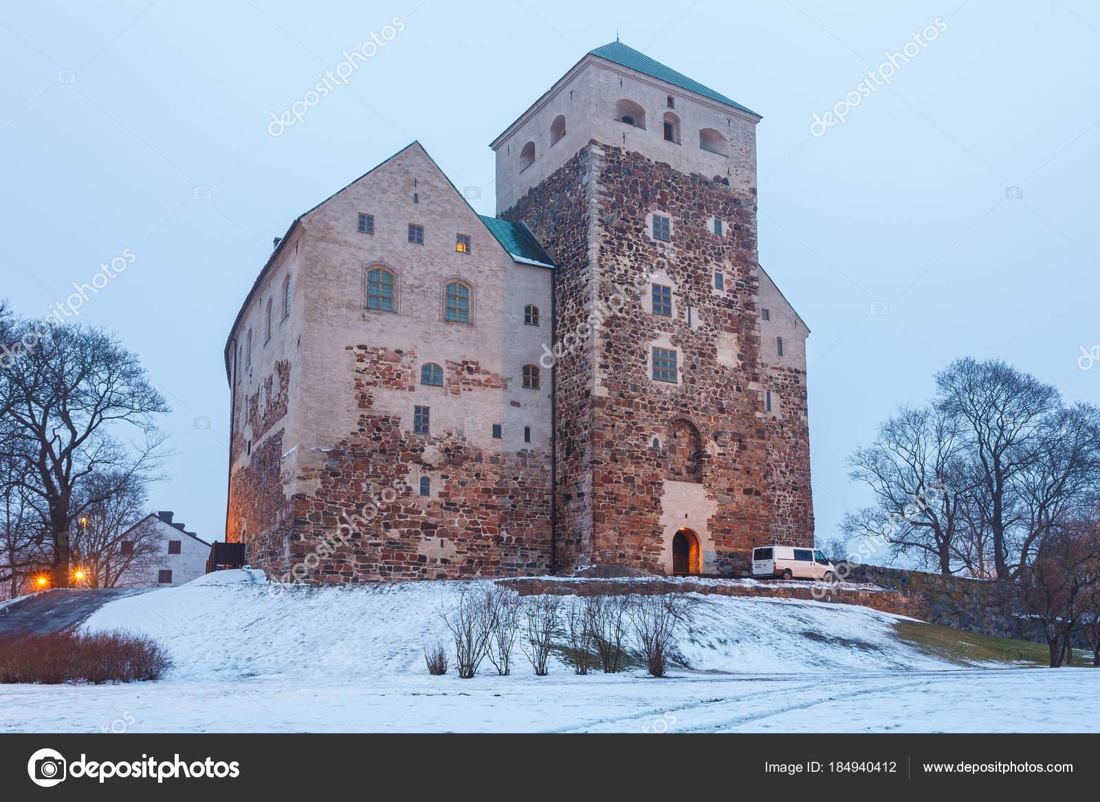 Castello di turku nella stagione invernale medievale for Piani di casa castello medievale