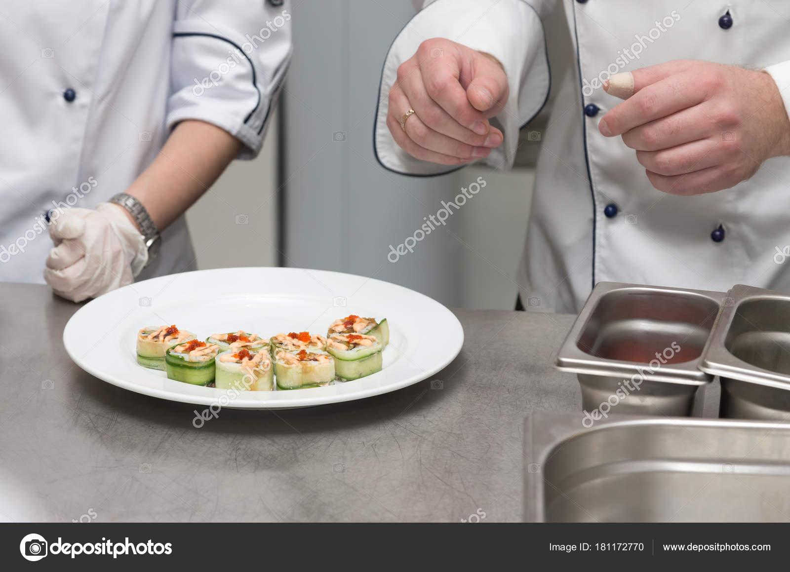 Chef Kocht Satz Von Sushi Auf Einem Metall Tisch Restaurant Kitc