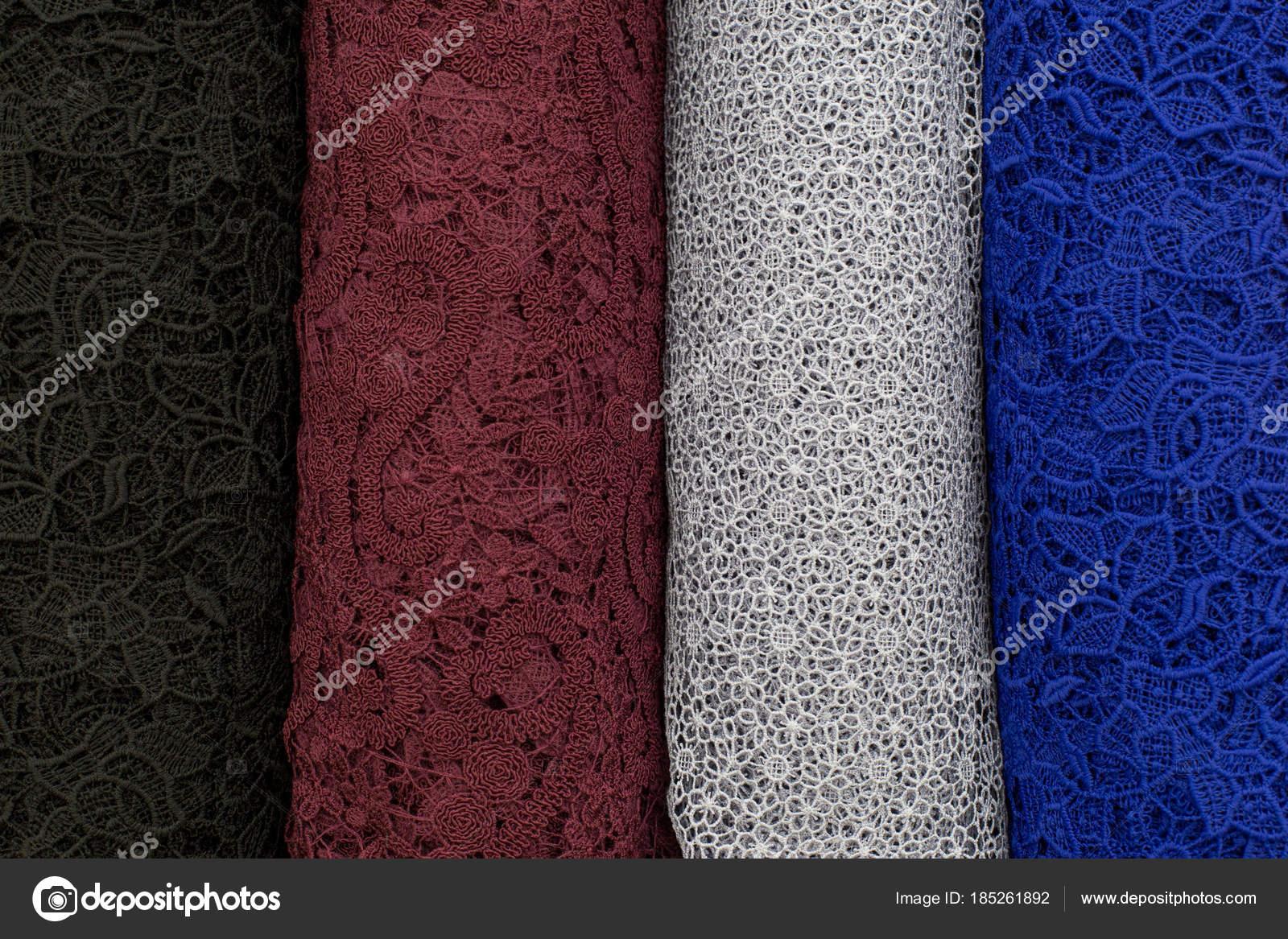 Egy csomó szövet tekercs. Csavarok 823a04d513