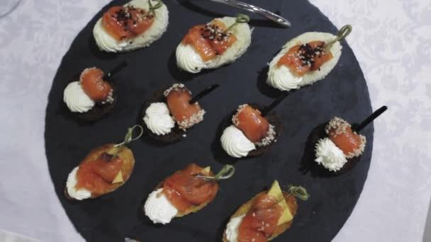 Häppchen mit Lachs und Käse hautnah