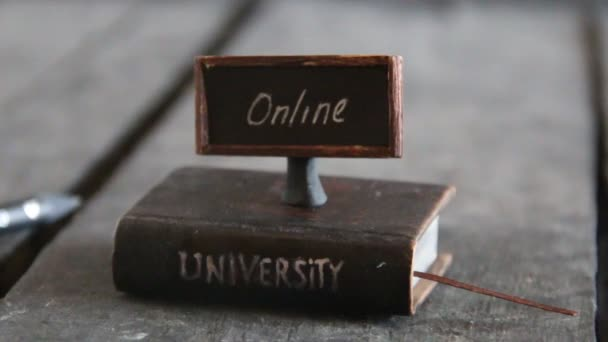 e-Learning koncepce, kniha - počítač a text