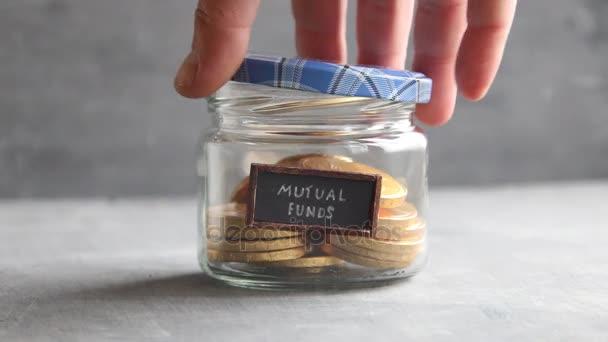 Podílové fondy idea - text a mince