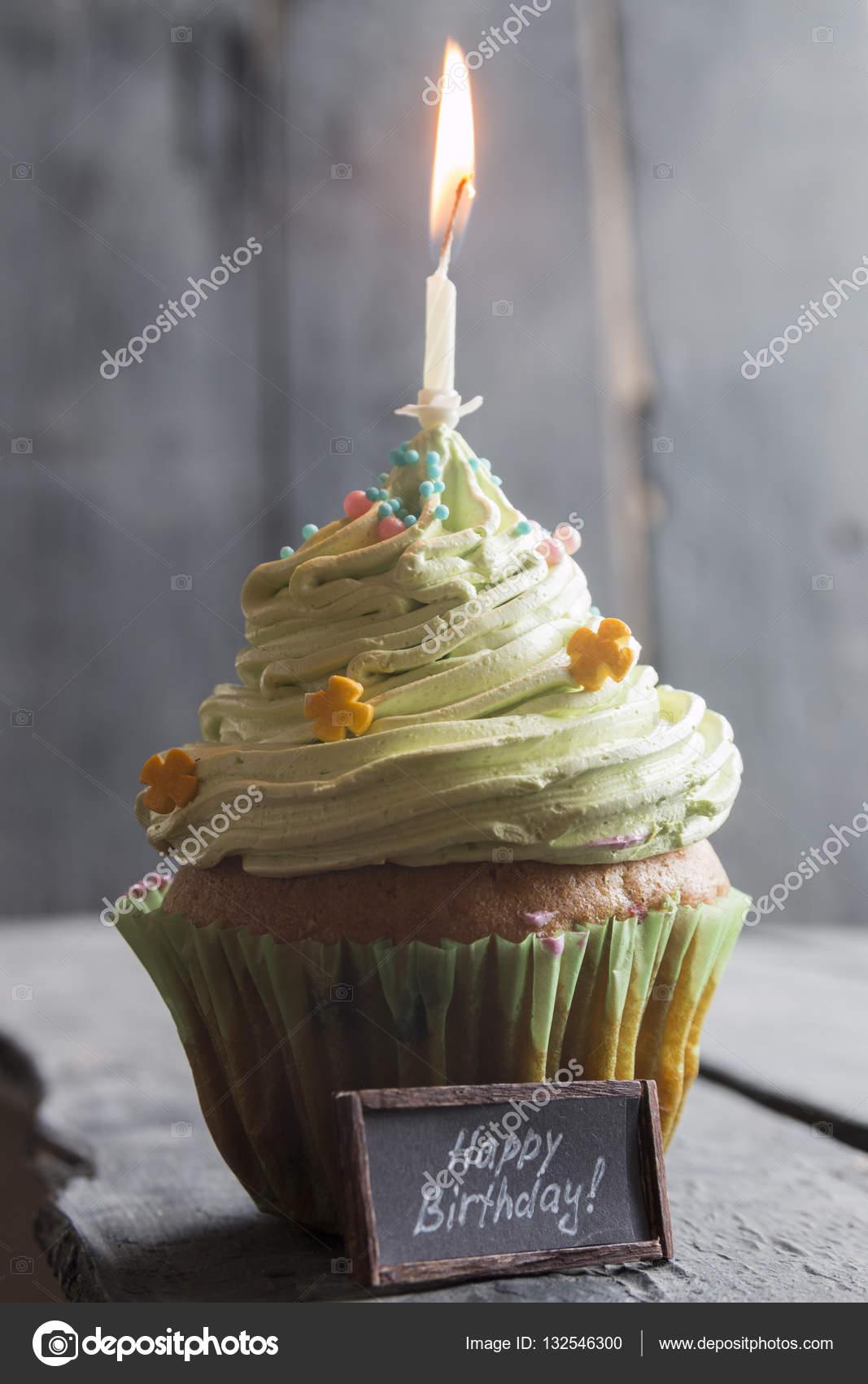 Happy Birthday Text Und Kuchen Mit Einer Kerze Stockfoto