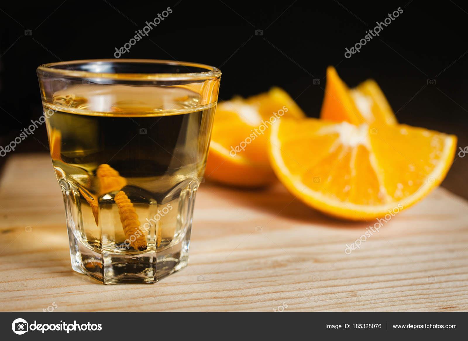Mezcal Mexikanischen Getränk Mit Orangenscheiben Und Wurm Salz ...
