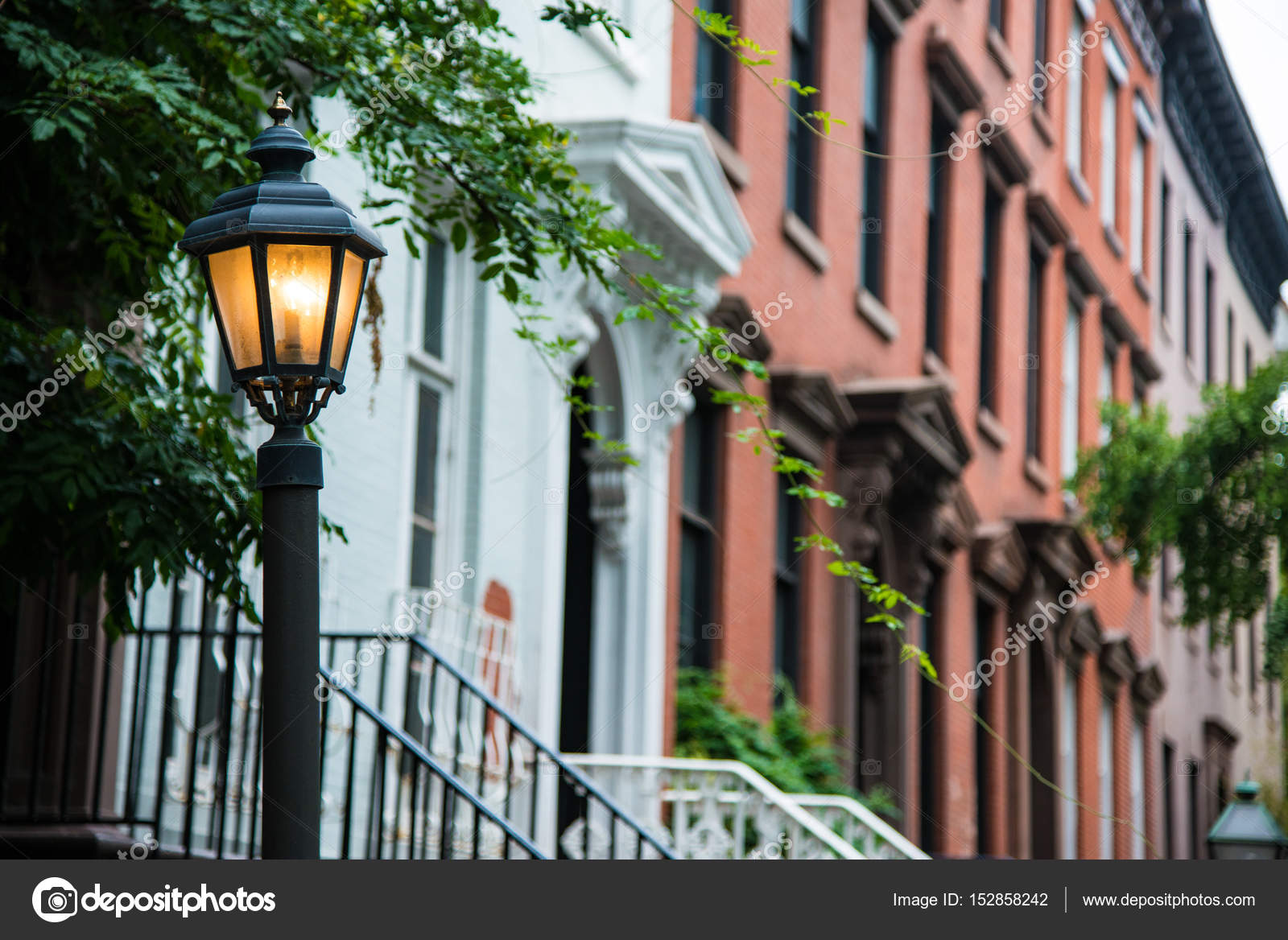 Old lamppost near red brick apartments, New York City — Stock Photo ...