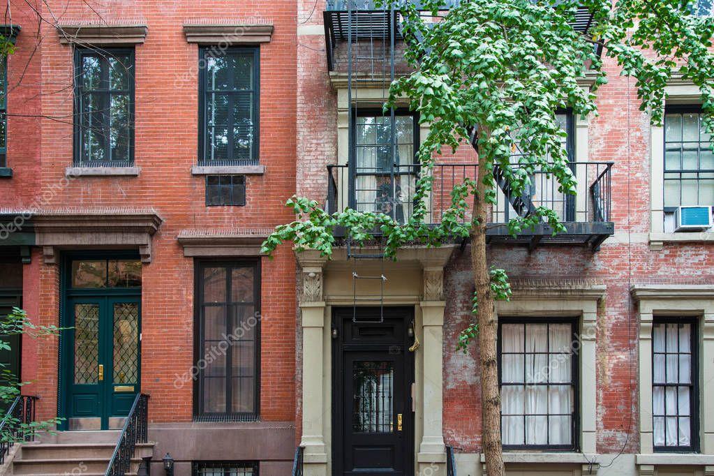 Clásicos edificios de apartamentos de Nueva York en ...