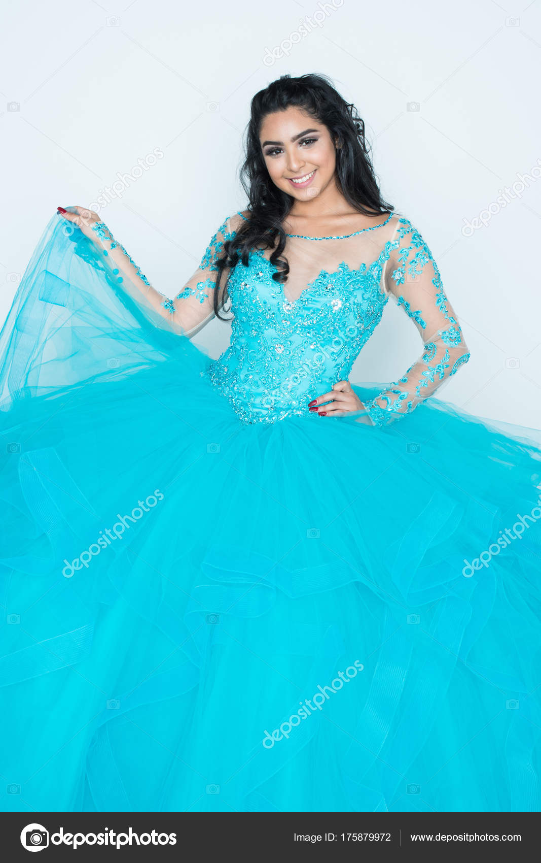 Teen In Prom Kleid — Stockfoto © rmarmion #175879972