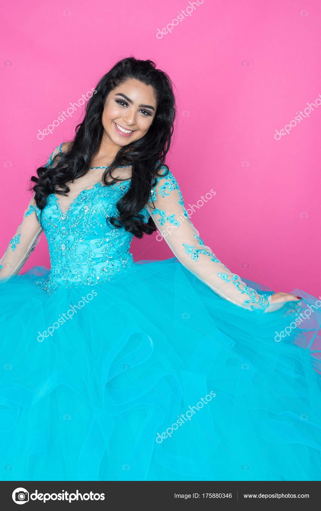 Teen In Prom Kleid — Stockfoto © rmarmion #175880346