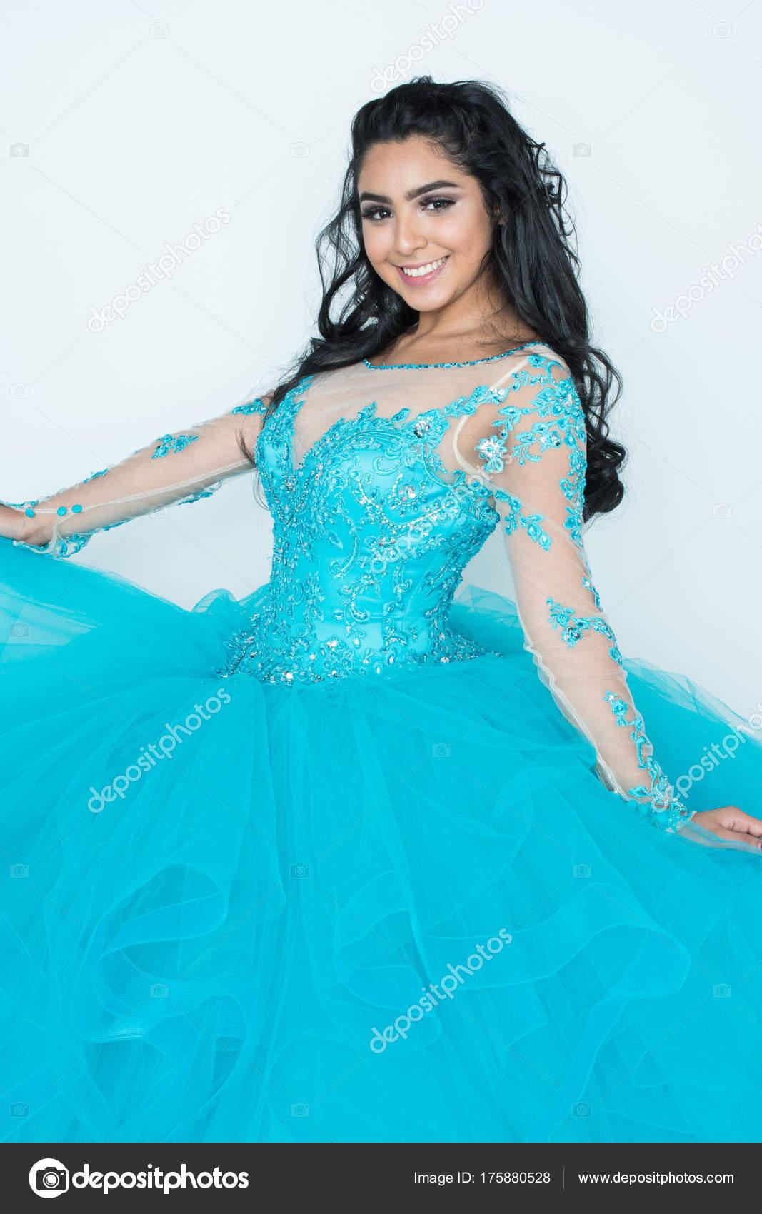 Teen In Prom Kleid — Stockfoto © rmarmion #175880528