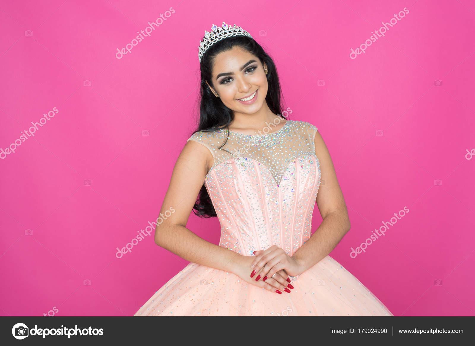 Teen en vestido de baile — Foto de stock © rmarmion #179024990