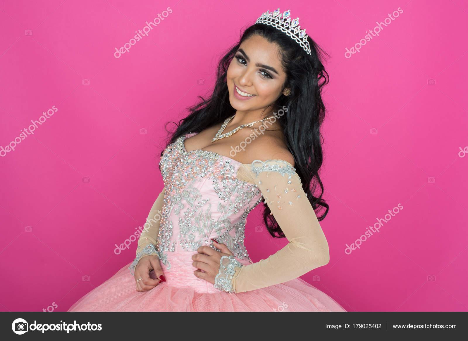 Teen en vestido de baile — Fotos de Stock © rmarmion #179025402
