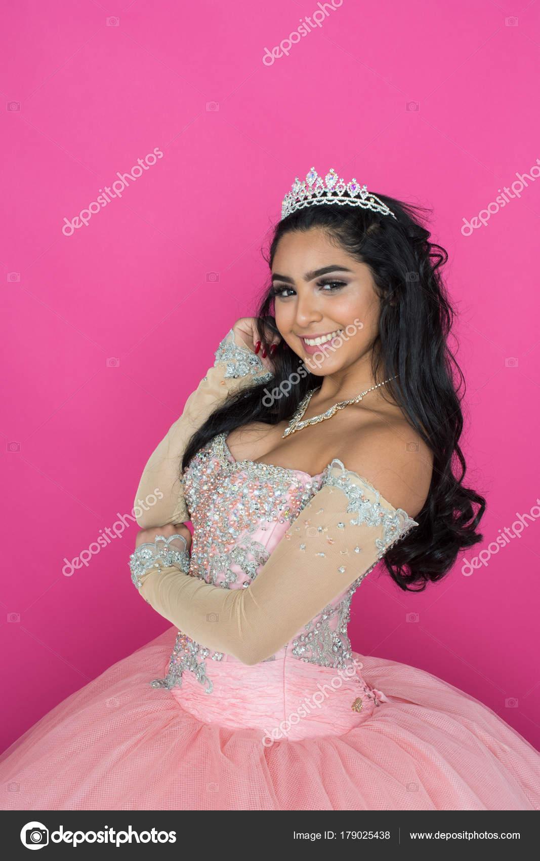 Teen en vestido de baile — Foto de stock © rmarmion #179025438