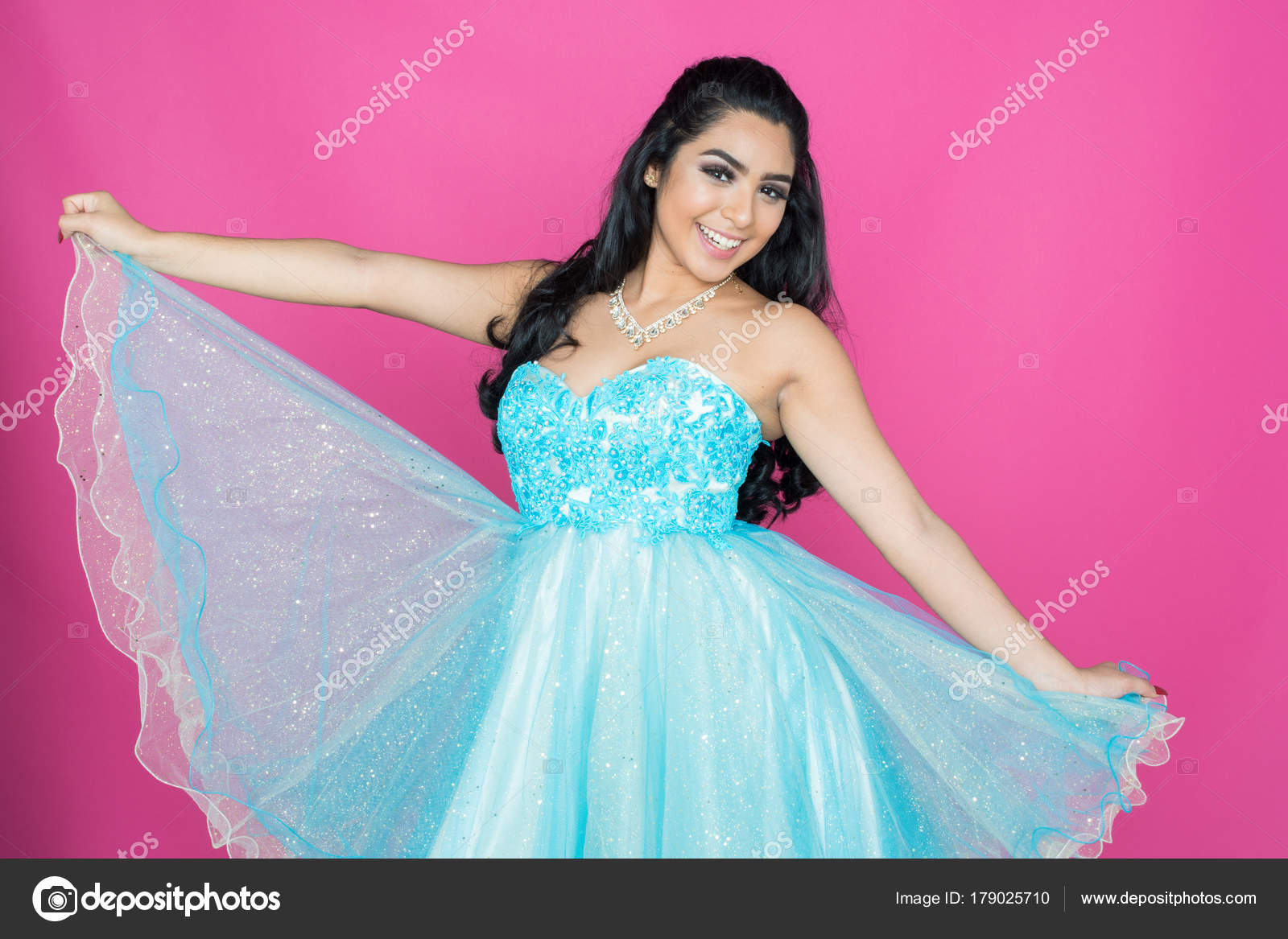 Teen en vestido de baile — Fotos de Stock © rmarmion #179025710