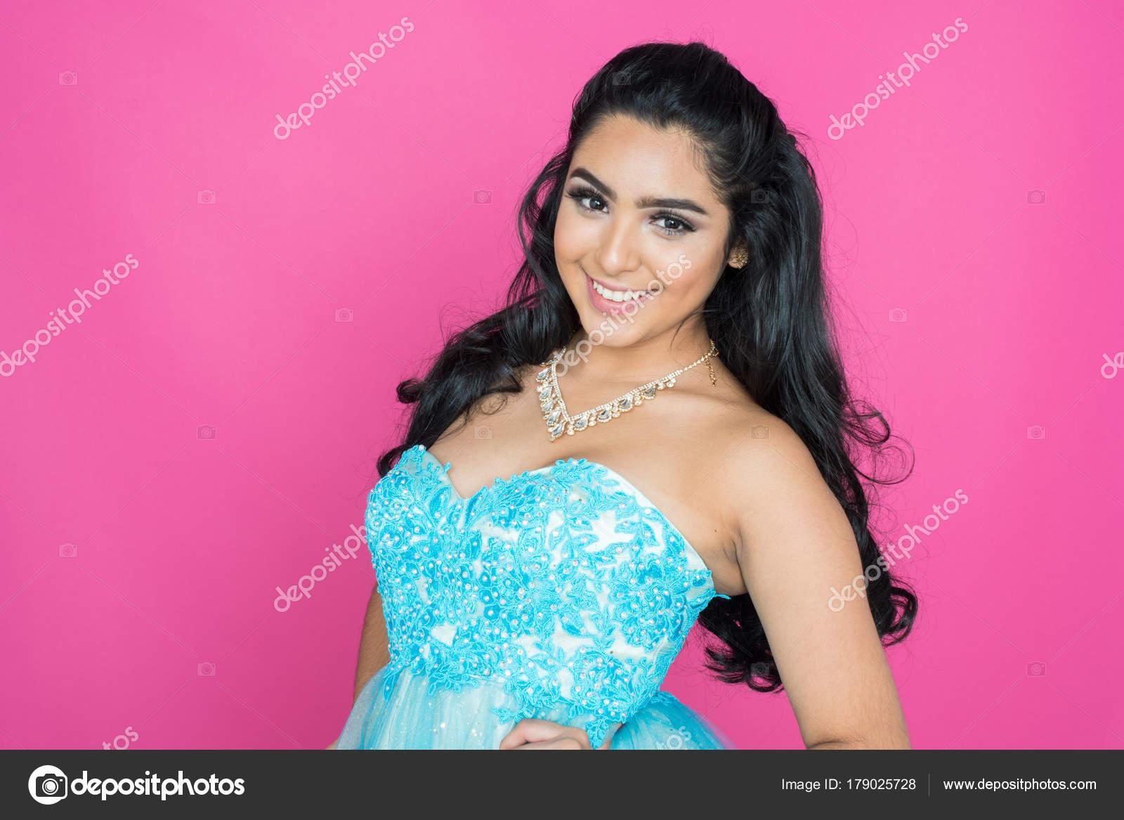 Teen en vestido de baile — Foto de stock © rmarmion #179025728