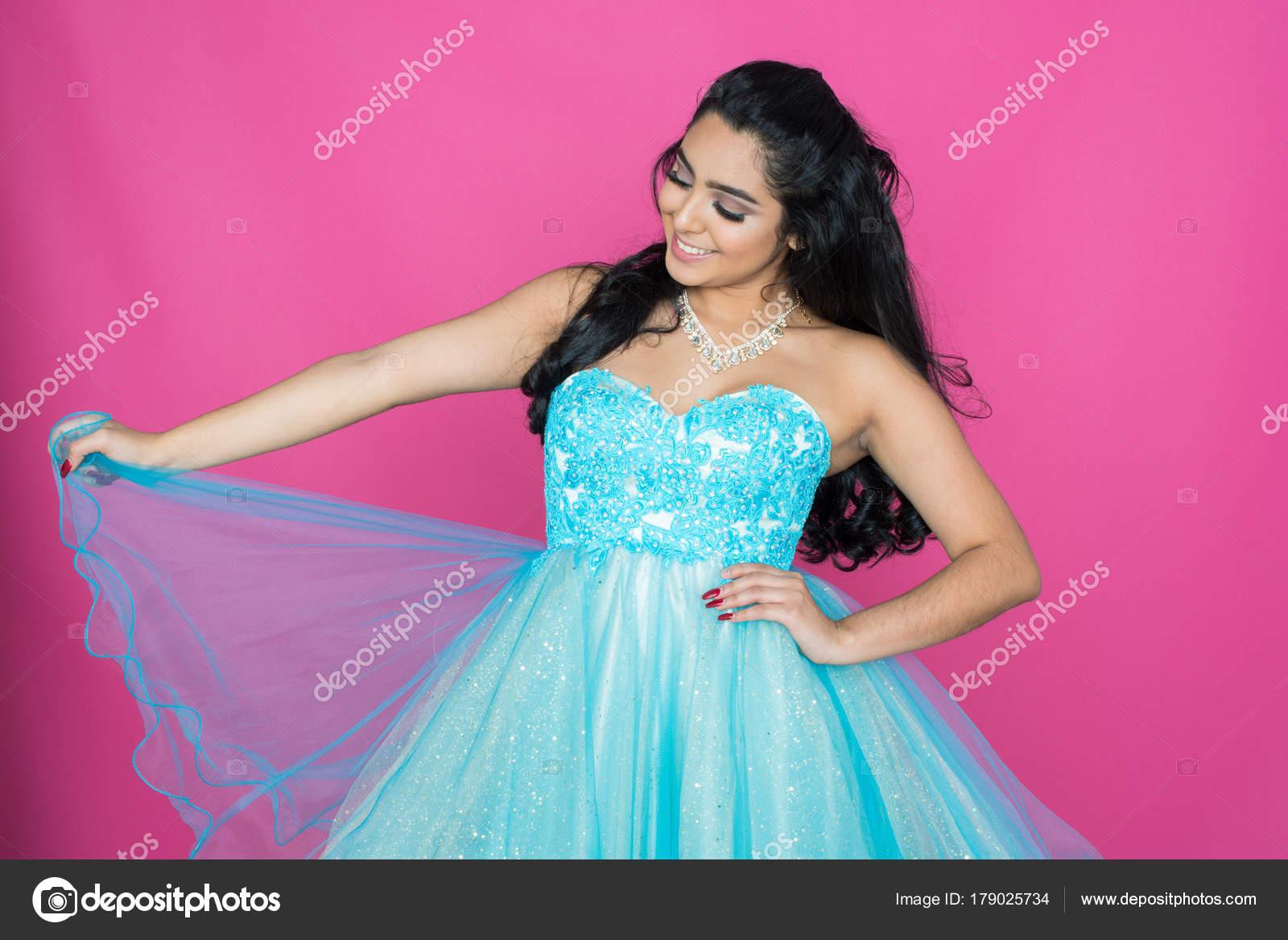 Teen en vestido de baile — Foto de stock © rmarmion #179025734