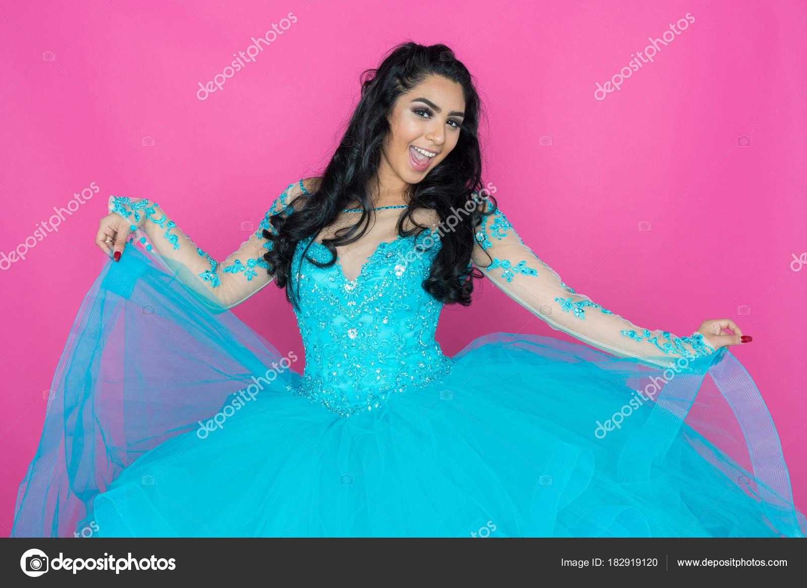 Vestido de baile adolescentes — Foto de stock © rmarmion #182919120