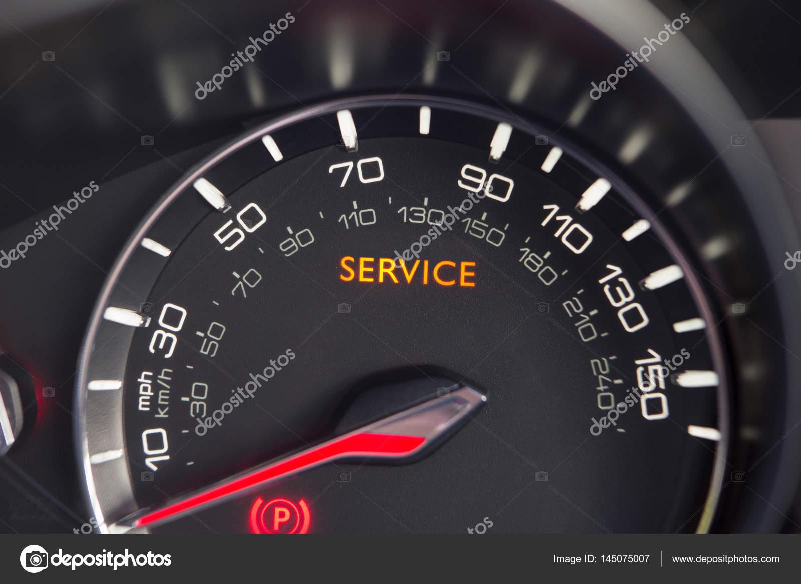 Close Up Van Service Waarschuwingslampje In Auto Stockfoto C Daisy