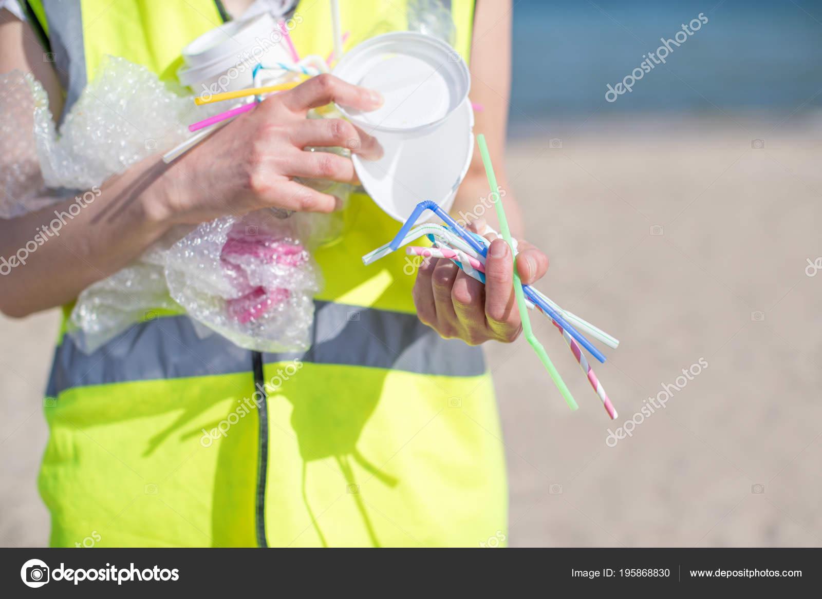 Gros Plan Collecte Déchets Plastique Plage Polluée Personne