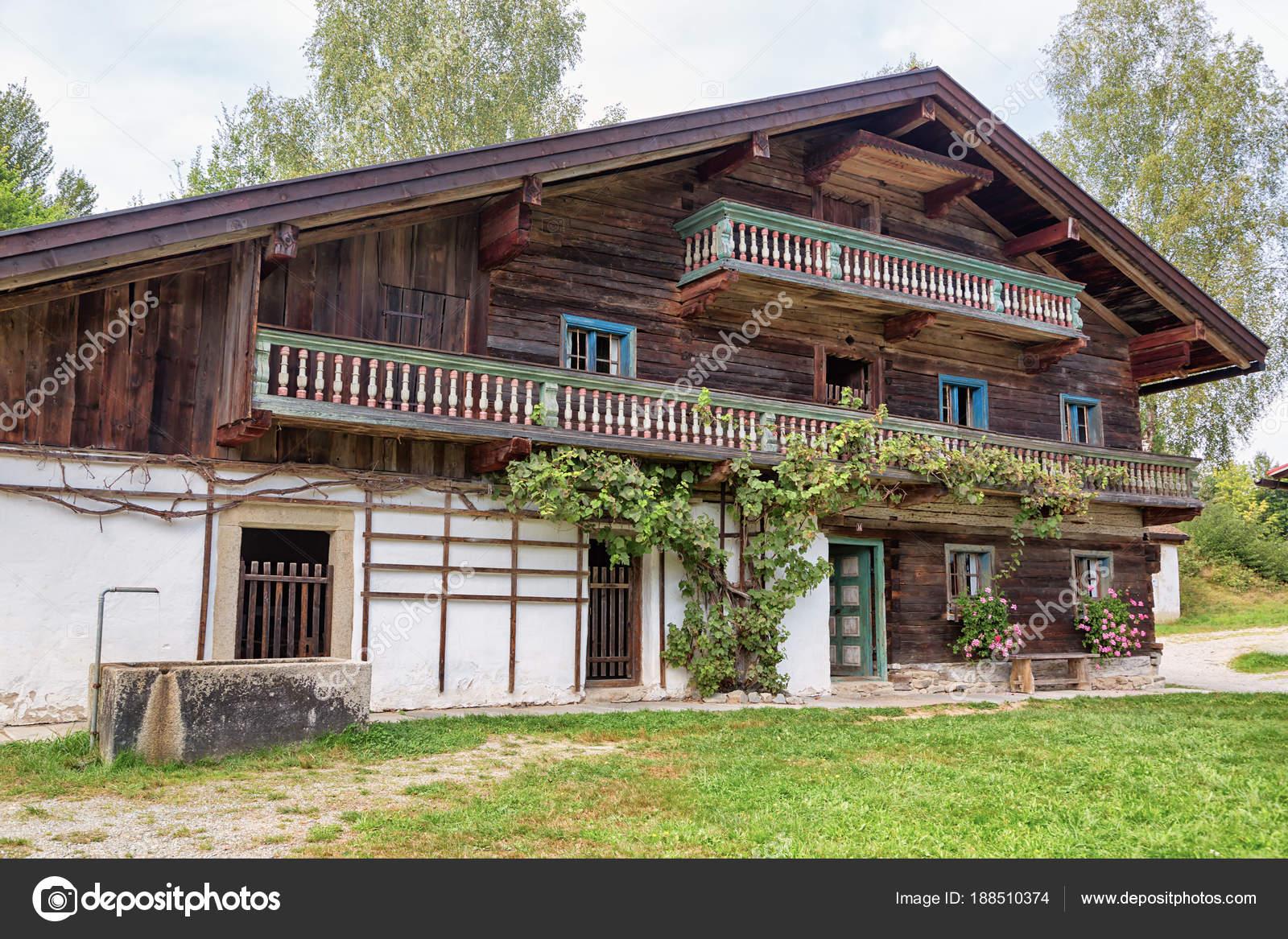 Bauernhaus Bayern typischen alten bauernhaus in bayern — stockfoto © waupee #188510374