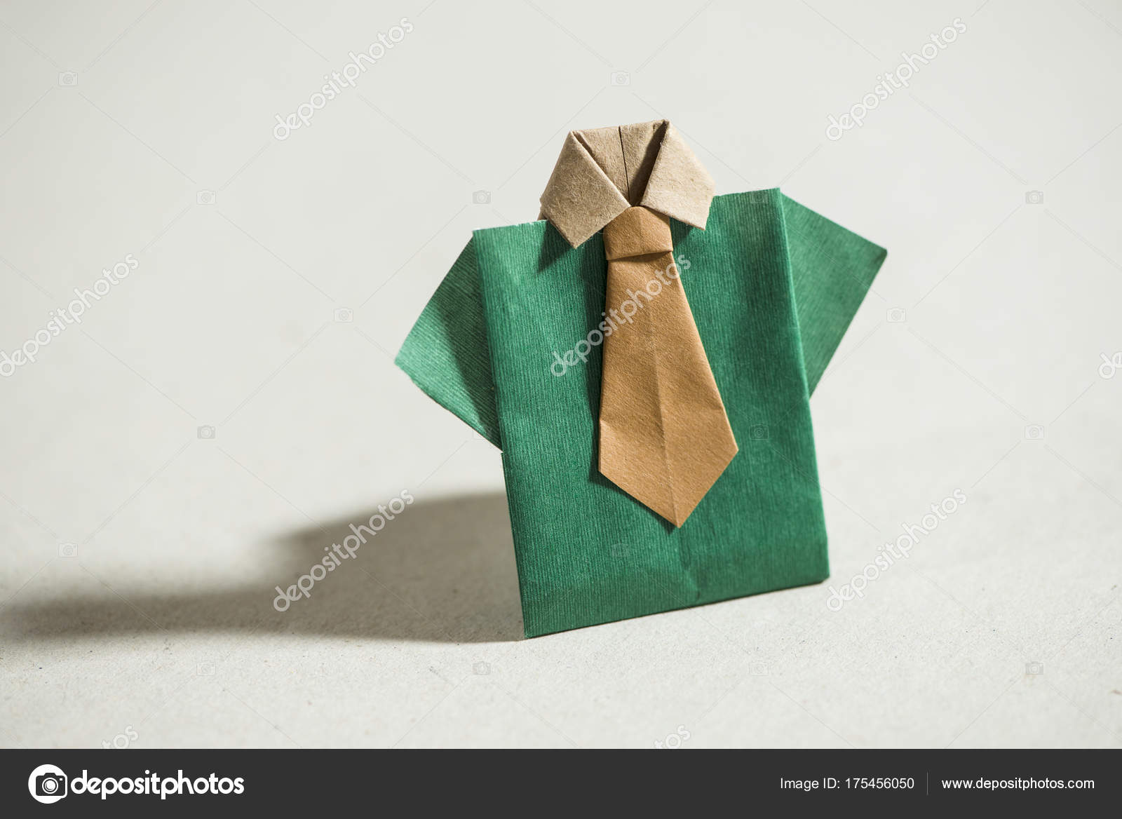 Сорочка орігамі папері — Стокове фото — Грін © degimages  175456050 48273024083d6