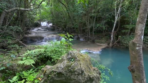 tiefen Wald Wasserfall, Kanchanaburi, thailand