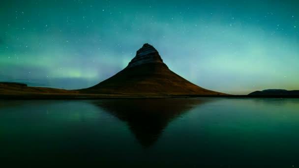4 k časová prodleva Aurora Borealis (Northern lights) přes Kirkjufell pohoří, Island