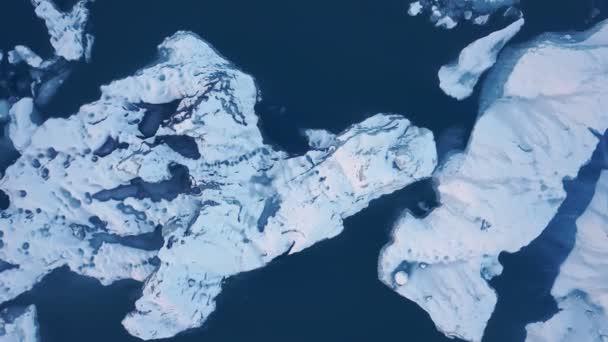 Aerial top down view Drone shot of Glacier Lagoon, Jokulsarlon, Izland, Európa