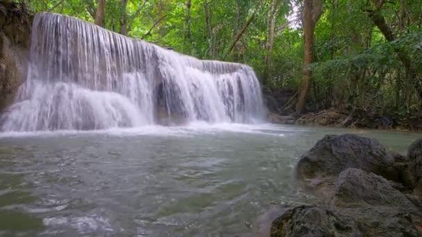 Huai Mae Chamin Vodopád, Národní park Srinakarin, Kanchanaburi, Thajsko