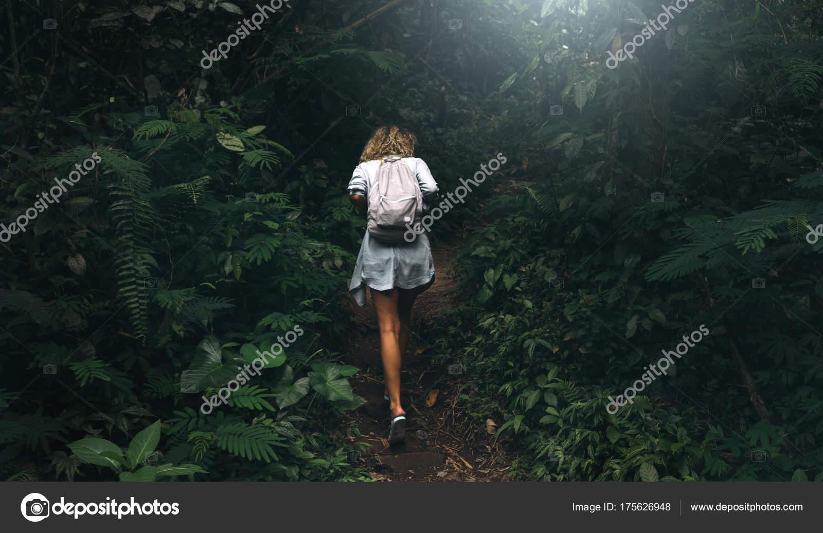 Хуев сливает дикие студенты в лесу порно