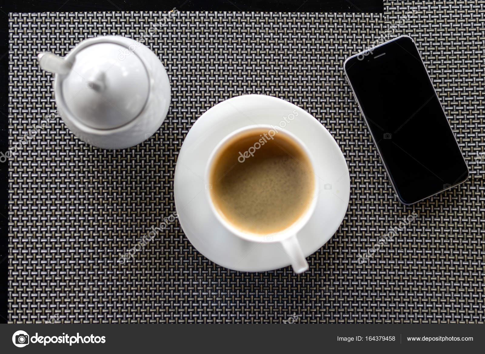 Caffè sul tavolo di un caffè di estate u2014 foto stock © kadrby #164379458
