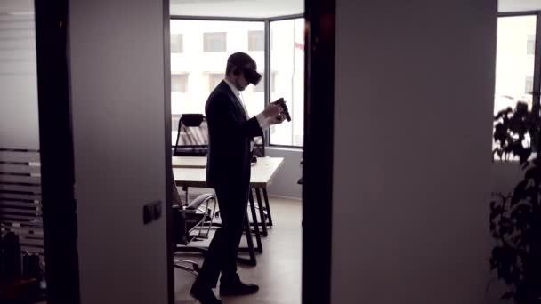 Podnikatel v kanceláři Vr brýle
