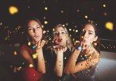 Gruppe von Mädchen bei einer Party
