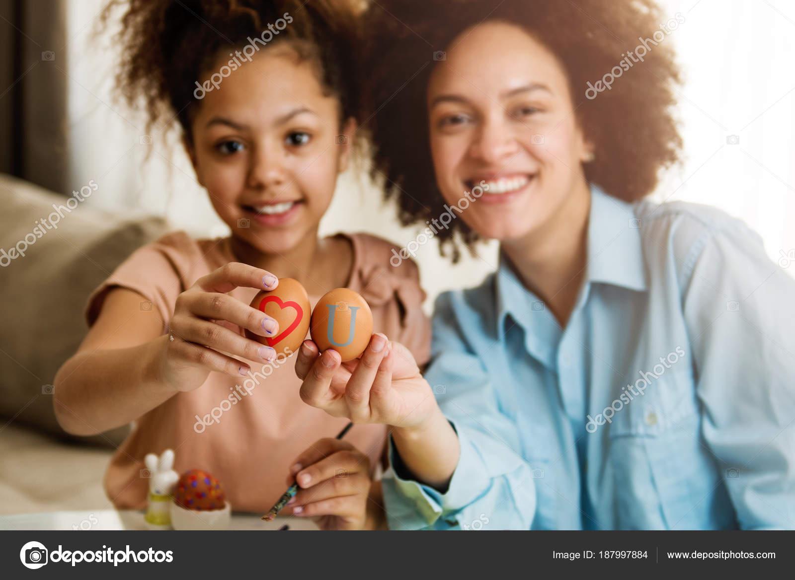 Hermosa Mujer Afro Americana Hija Para Colorear Huevos Pascua Mesa ...