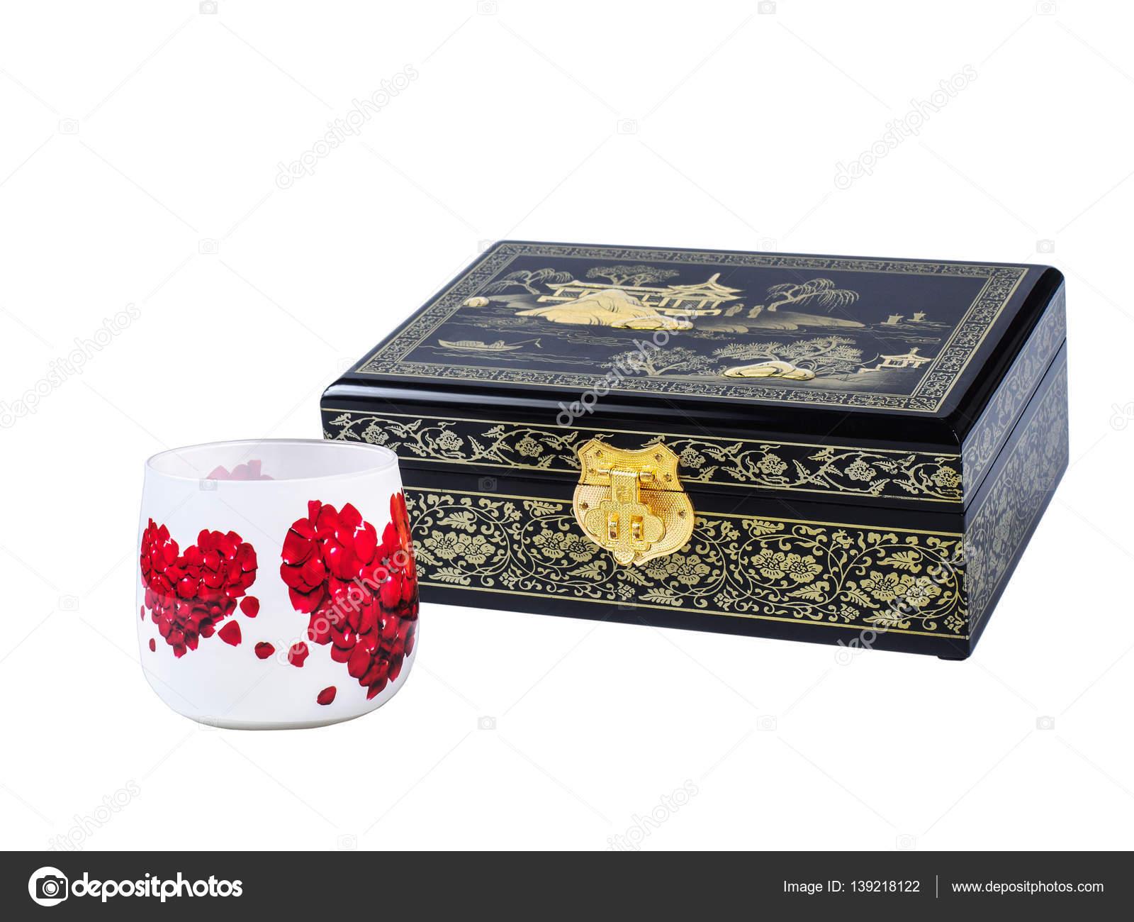 Beyaz Arka Plan üzerinde Izole Dekupaj Cam Ile Koyu Ahşap Mücevher
