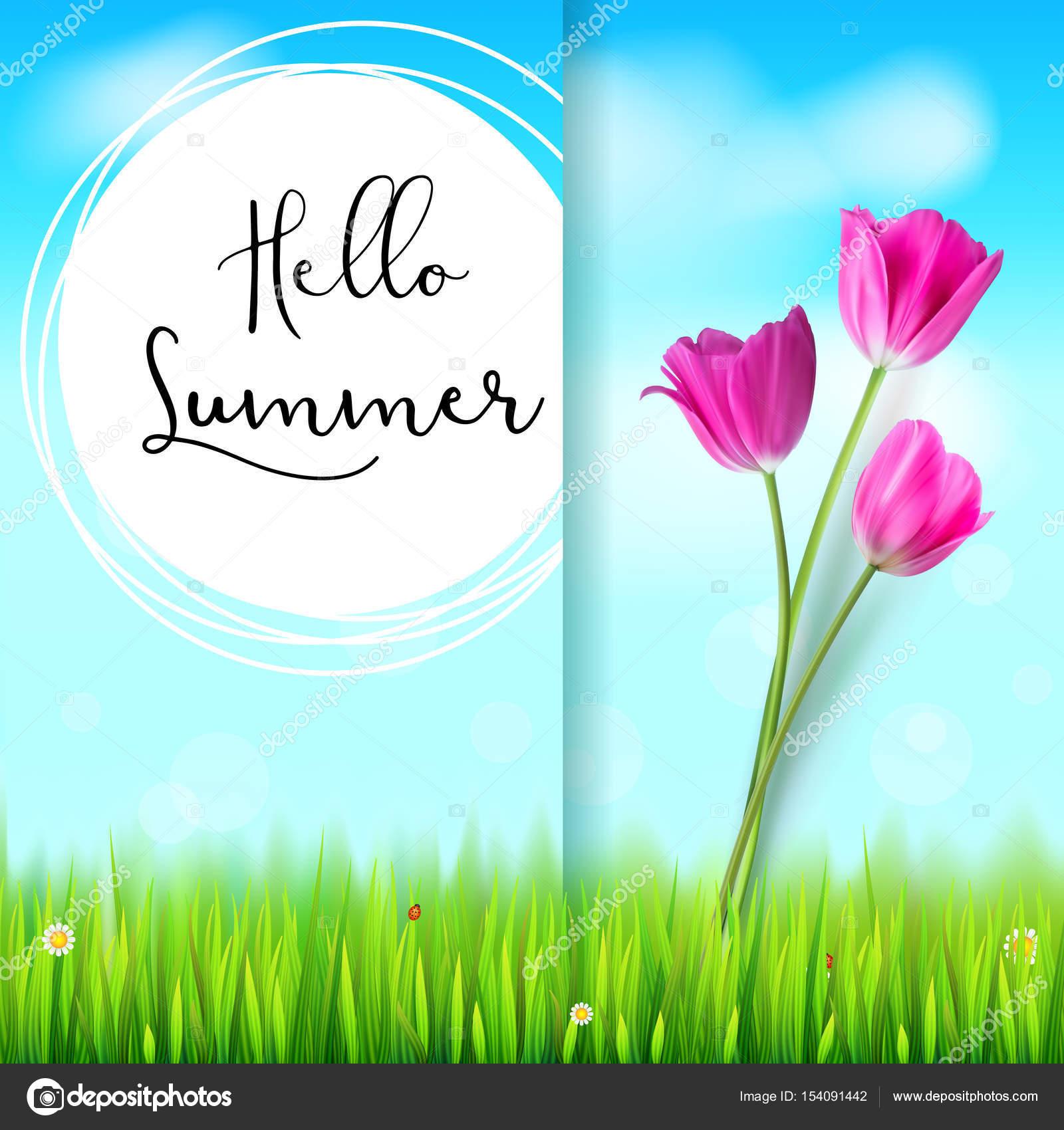 Hallo Sommer, Postkarte. Rosa Tulpen auf dem blauen Himmel ...