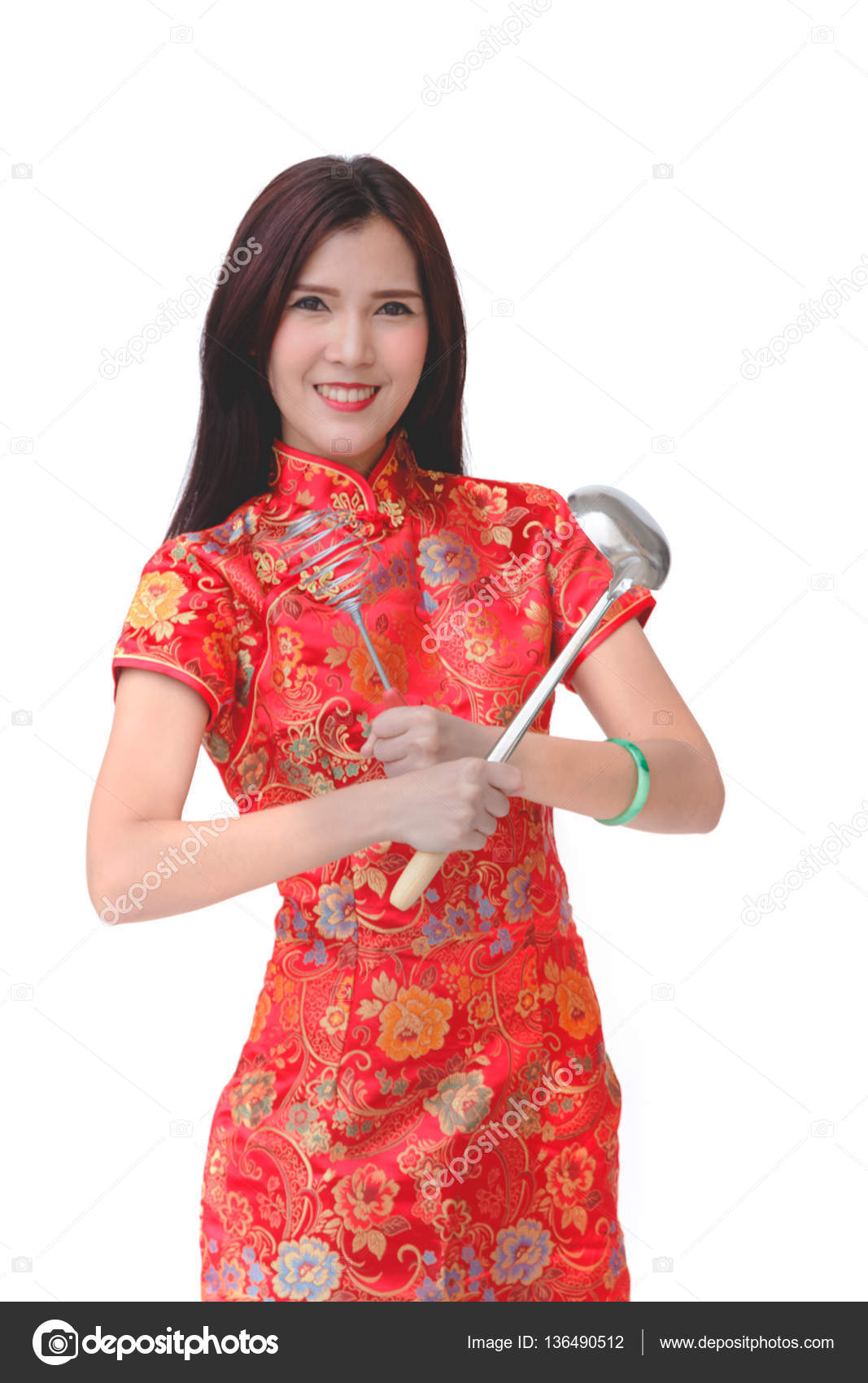 Asiatische Küchenutensilien asiatische frauen tracht cheongsam holding wohnzimme stockfoto