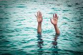 Utopení oběti, oběti Persondrowning, ruka utonutí muže n