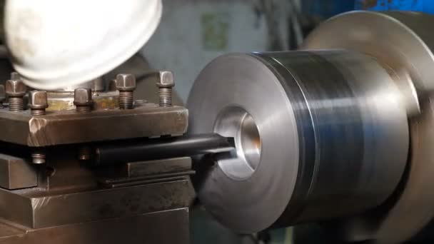Turning lathe in action. Old turning lathe machine in turning workshop produce a thread by cutting. Tapping inner screw, close-up. Metalworking Milling Machine Produces Metal Detail at Factory. 4 k