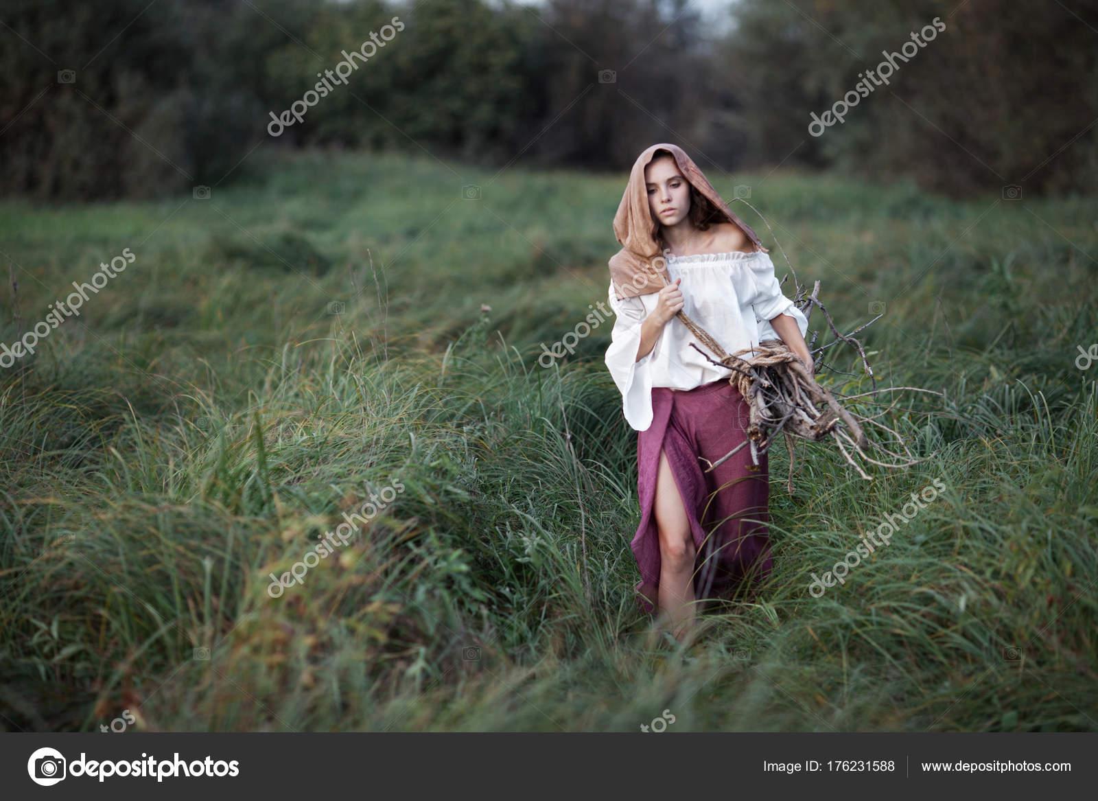Фото девушек в лесу без одежды, порно про брітні спірс