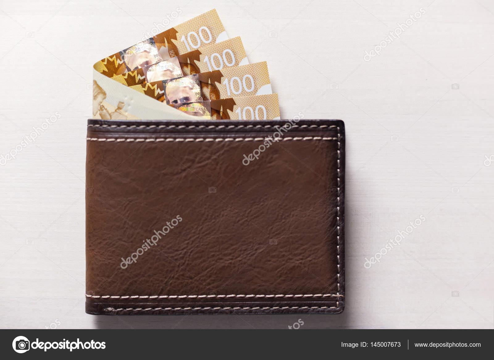 Gekleurde Leren Portemonnee.Canadese Dollars In Lederen Portemonnee Stockfoto C Ikinciadres