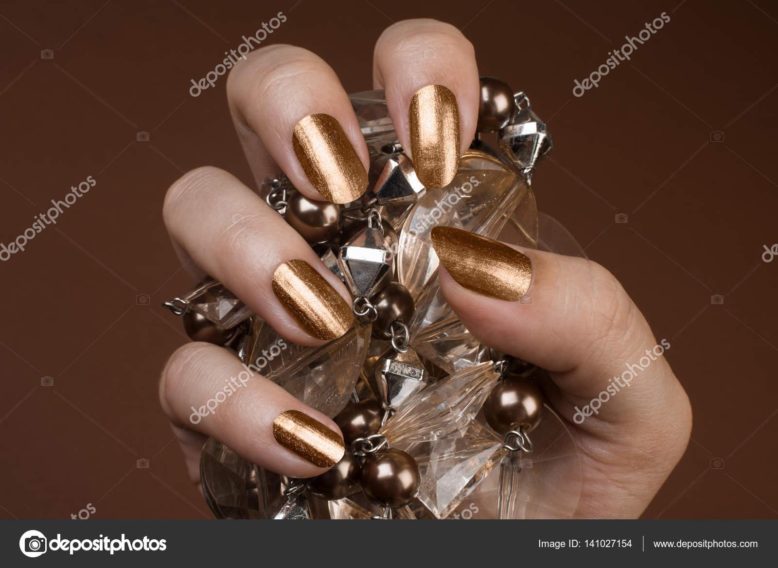 gold glänzende Nägel — Stockfoto © gyurma #141027154