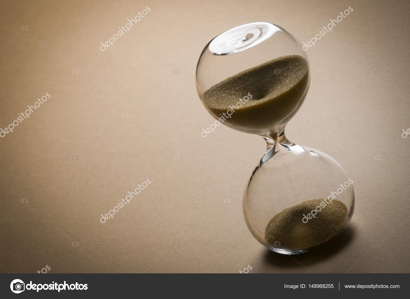 98b30dac7ed conceito de tempo do relógio de areia — Stock Photo © gyurma  148968255