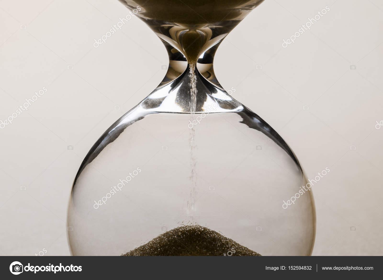 7c7e938568b conceito de tempo do relógio de areia — Fotografias de Stock ...