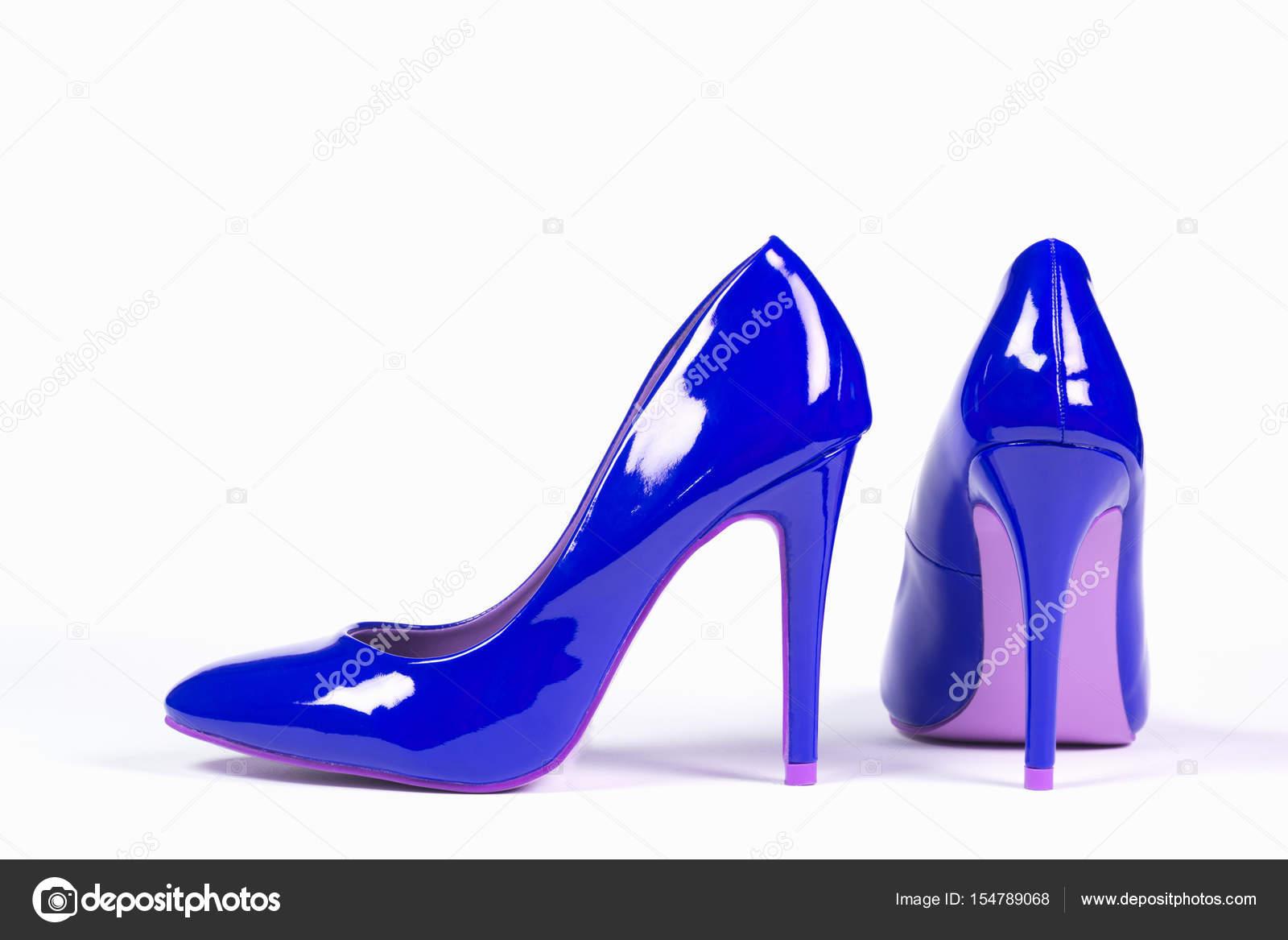 Szexi kék cipő magas sarkú cipő van a fehér háttér — Fotó szerzőtől gyurma f5331a7436