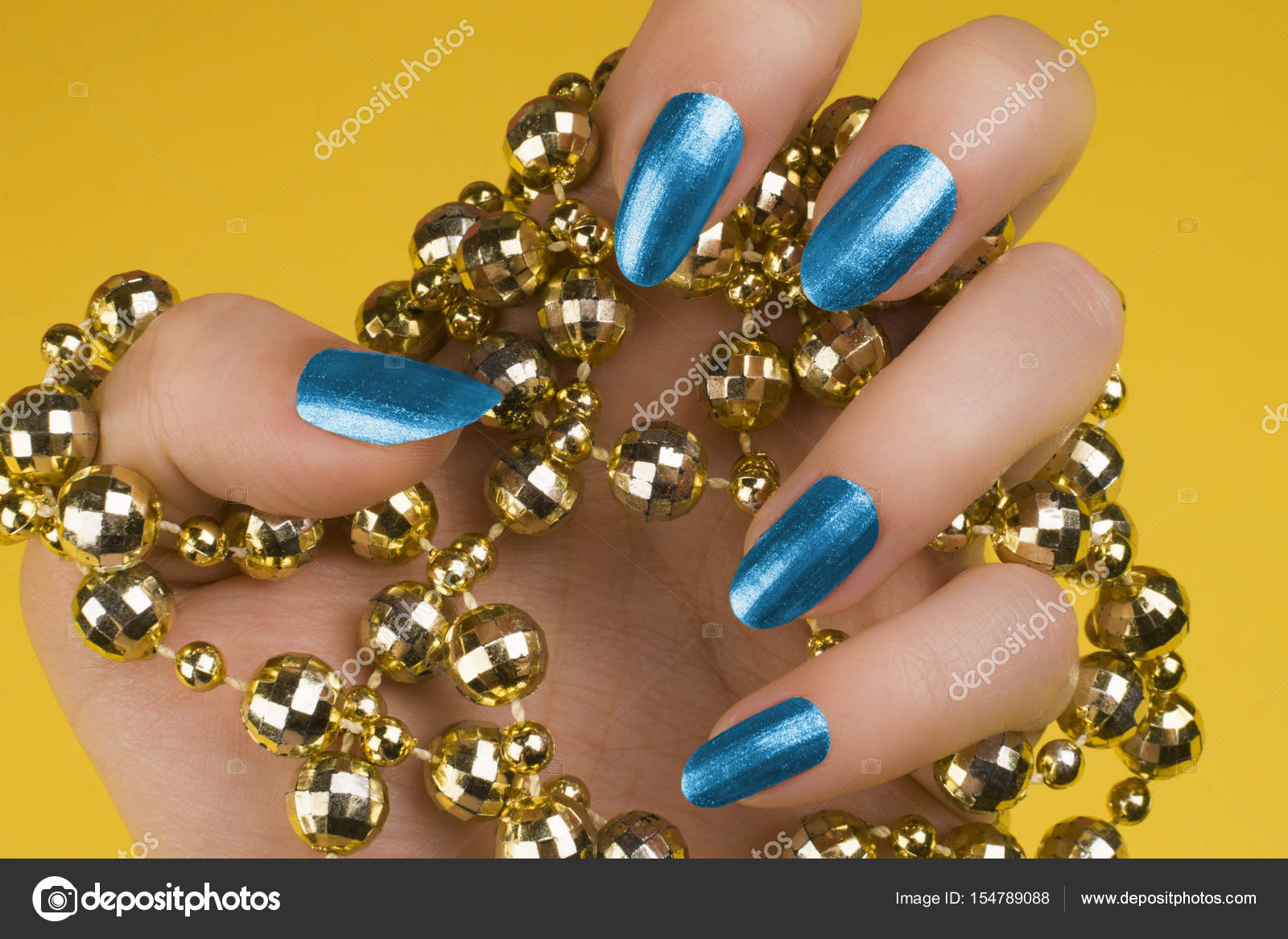 blaue Nägel Maniküre — Stockfoto © gyurma #154789088